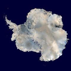 """Antarktika, aus Satellitenfotos (""""Blue Marble"""") zusammengesetztes Bild"""