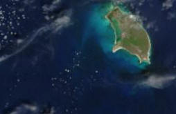 Datei:Satellite image of Antigua And Barbuda in September 2002.jpg